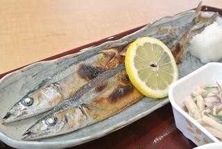 女川魚市場の「市場食堂」で、サンマ定食!