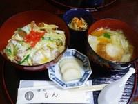 絶品の油麩丼「味処もん(海老紋)」