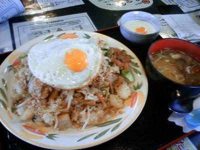 「みどり食堂」の野菜炒めチャーハン