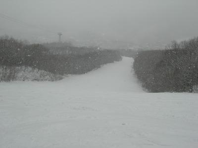 冬に逆戻り、久々の雪