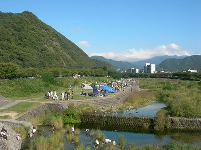 馬見ヶ崎川での芋煮会
