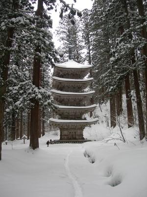 雪の羽黒山 五重塔