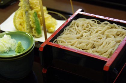 福島で蕎麦を食べるなら、「阿部」の天ざるでっ!