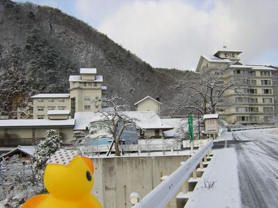 アヒルちゃんと冬の穴原の風景シリーズ②