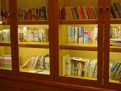 ちょっとした時間に、図書コーナーをご利用ください