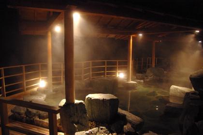 ドキドキ☆(/▽\)夜の露天風呂に侵入!?