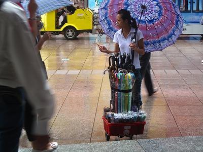 傘売りの少女